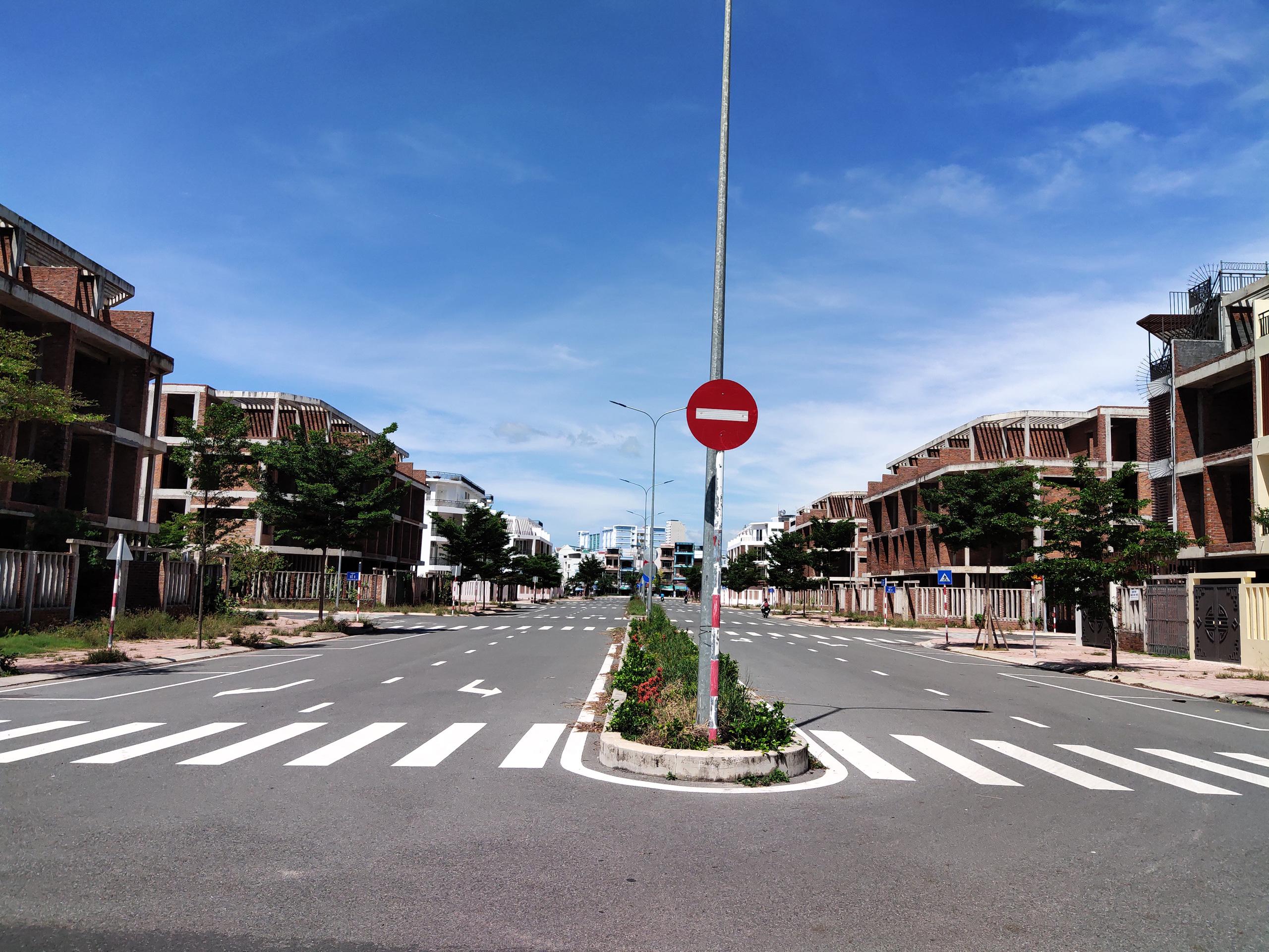 Hàng loạt căn hộ bỏ hoang, vắng chủ tại KĐT Mipeco - Nha Trang - Ảnh 10.