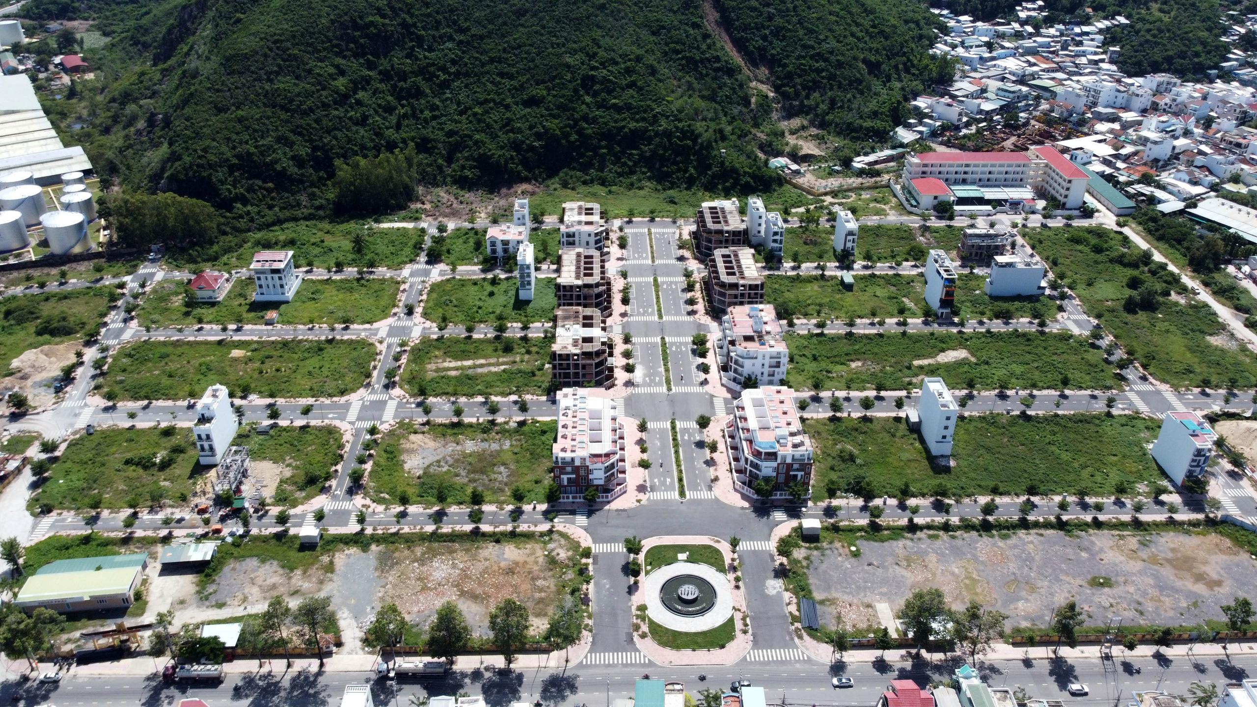 Hàng loạt căn hộ bỏ hoang, vắng chủ tại KĐT Mipeco - Nha Trang - Ảnh 1.