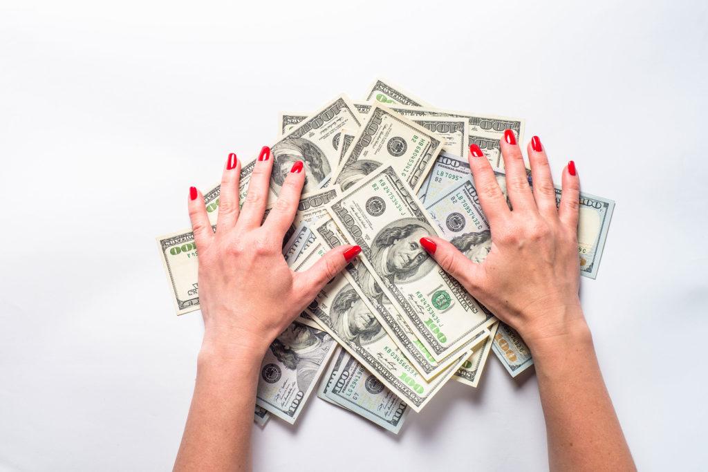 Cách tránh nợ nần khi kinh tế khó khăn - Ảnh 1.