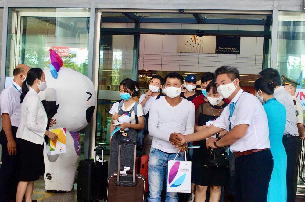 Doanh nghiệp Đà Nẵng tung loạt gói du lịch hấp dẫn cuối năm, người dân hưởng lợi - Ảnh 1.