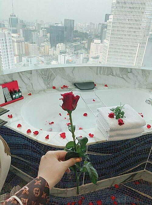 Cách đặt phòng tân hôn ở khách sạn cho cặp đôi mới cưới - Ảnh 3.