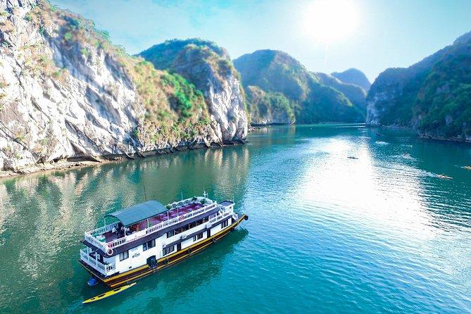 Chiêm ngưỡng cảnh sắc thiên nhiên kì vĩ tại vịnh Lan Hạ, Hải Phòng - Ảnh 1.