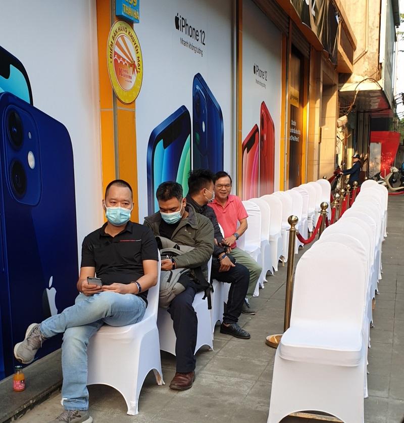 iPhone 12 được mở bán vào nửa đêm - Ảnh 5.