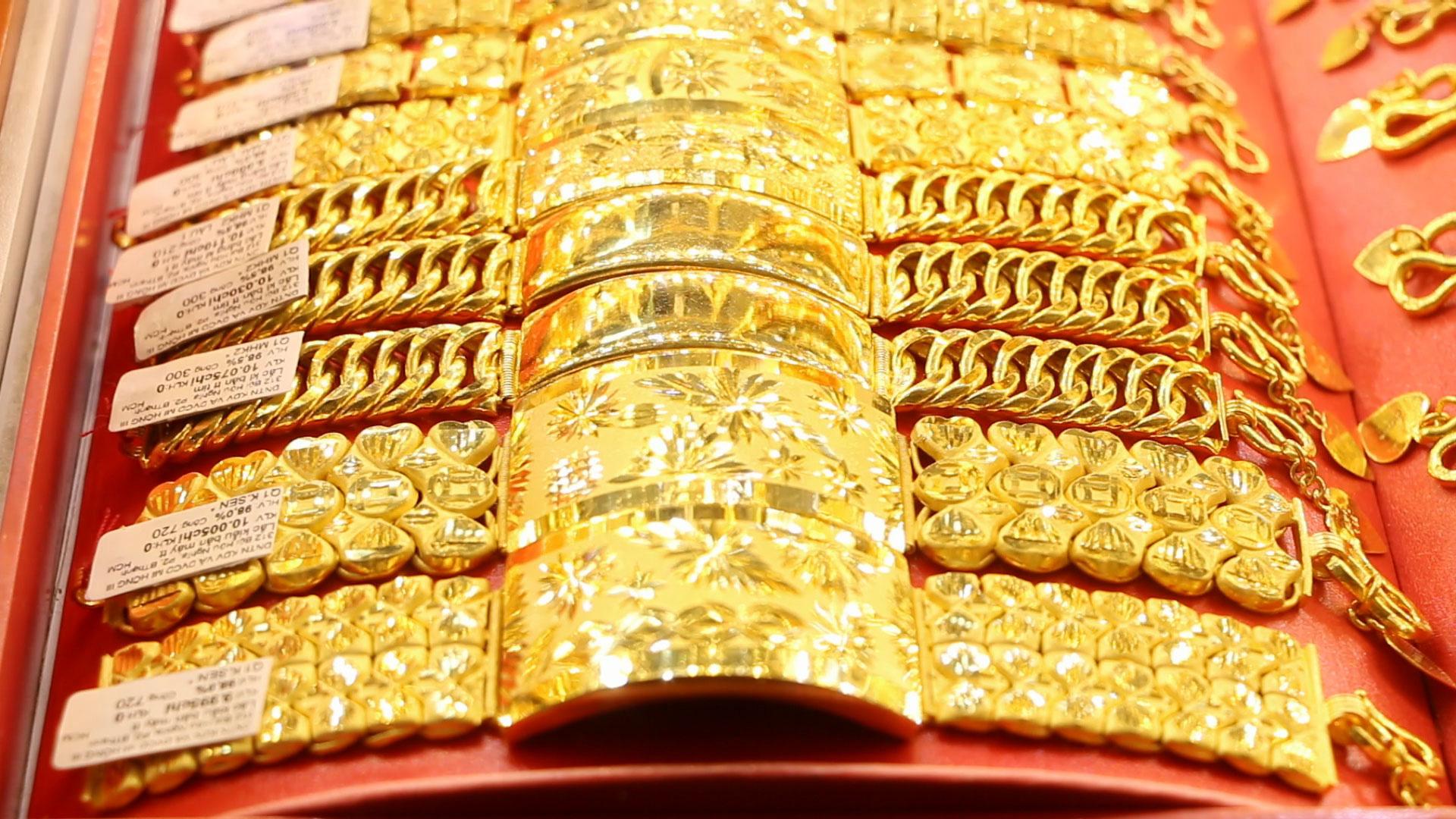 Giá vàng hôm nay 28/11: Vàng miếng SJC rơi xuống mức thấp kỉ lục 54 triệu đồng/lượng - Ảnh 1.