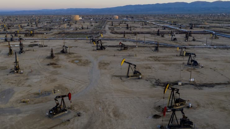 Giá xăng dầu hôm nay 1/12: Dầu giảm trở lại trước cuộc họp của OPEC + về việc cắt giảm sản lượng - Ảnh 1.