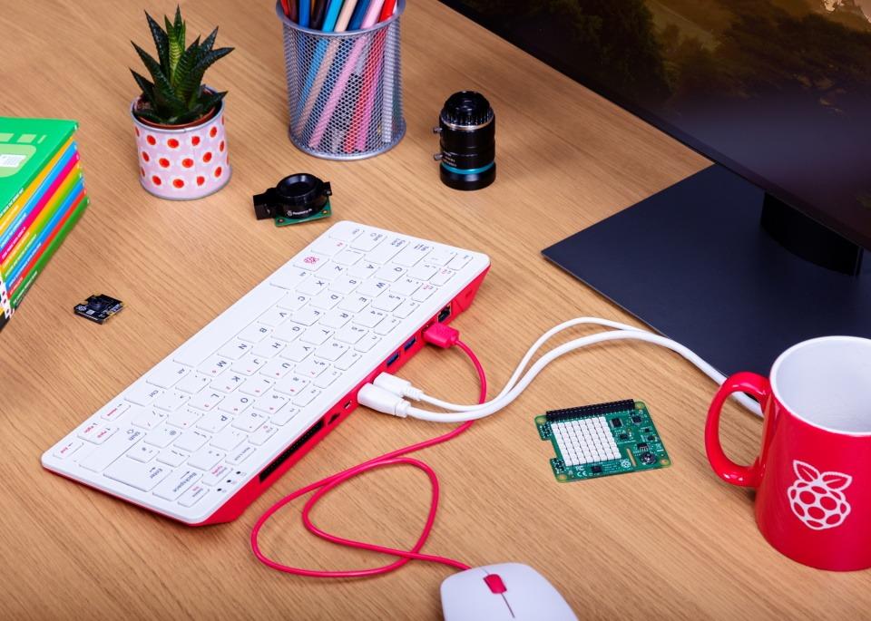 Bàn phím Raspberry Pi 400 ra mắt với RAM 4 GB, giá 1,6 triệu đồng - Ảnh 1.