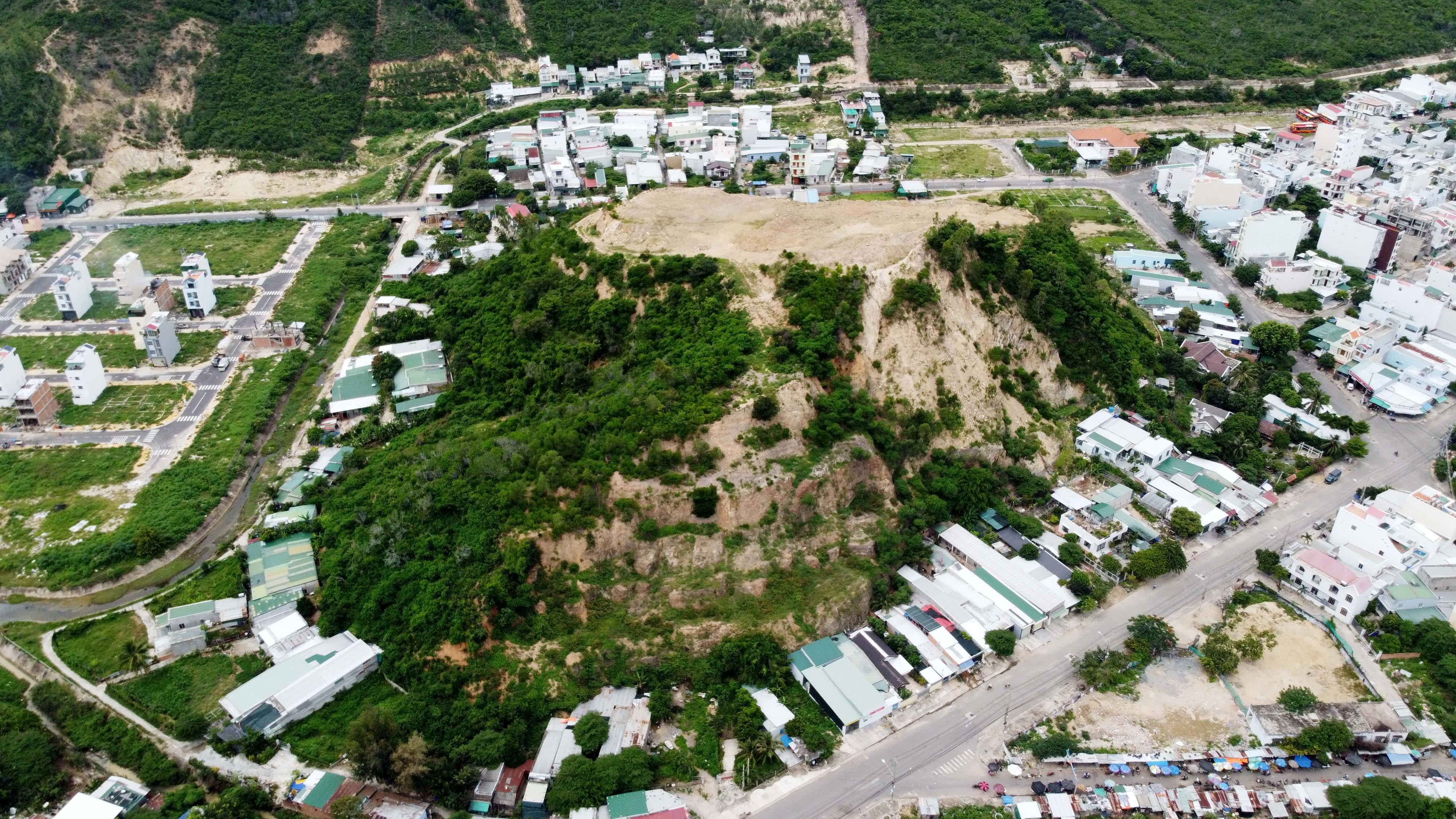 Khánh Hòa: Đề nghị chấm dứt dự án cạo trọc núi uy hiếp người dân mùa mưa bão - Ảnh 4.