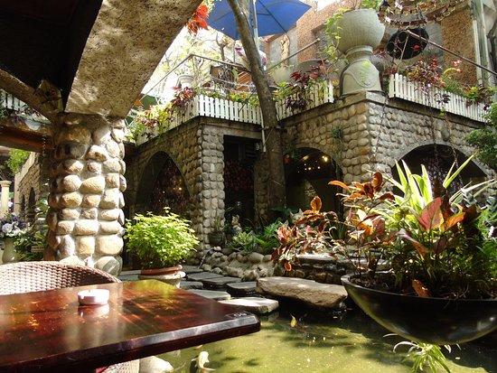 5 quán cà phê sân vườn thích hợp làm địa điểm họp lớp ngày 20/11 ở TP HCM - Ảnh 8.