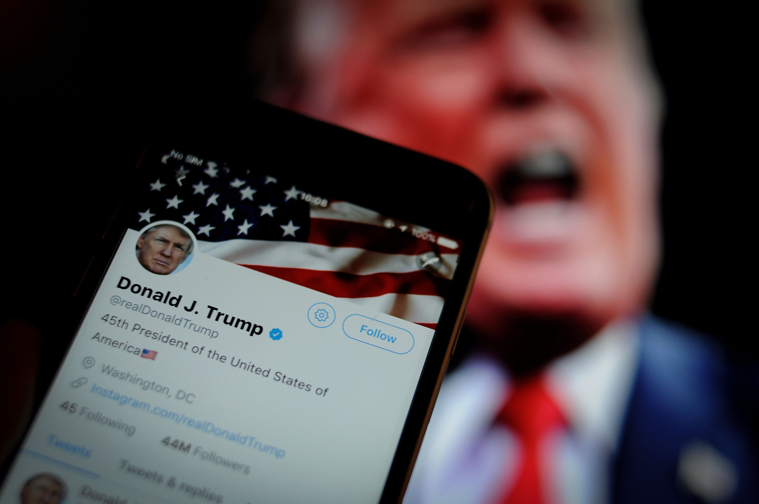 Đại sứ quán Trung Quốc nói tài khoản Twitter 'bị hack' sau khi chia sẻ tweet gian lận bầu cử của ông Trump - Ảnh 1.