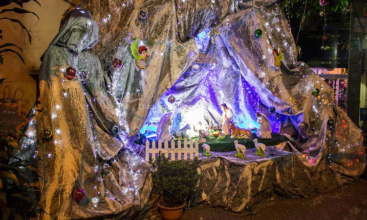 Chiêm ngưỡng những hang đá Giáng sinh đẹp mắt tại 5 xóm đạo nổi tiếng ở Sài Gòn - Ảnh 7.
