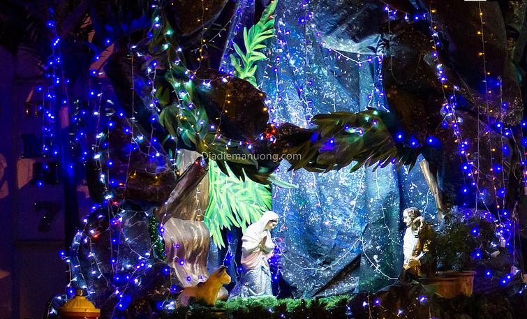Chiêm ngưỡng những hang đá Giáng sinh đẹp mắt tại 5 xóm đạo nổi tiếng ở Sài Gòn - Ảnh 8.