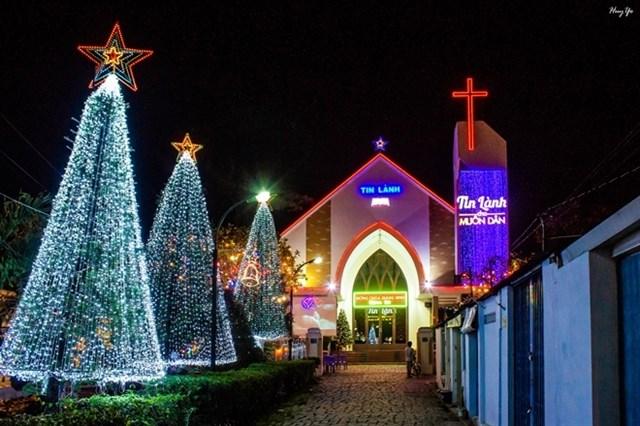Chiêm ngưỡng những hang đá Giáng sinh đẹp mắt tại 5 xóm đạo nổi tiếng ở Sài Gòn - Ảnh 11.