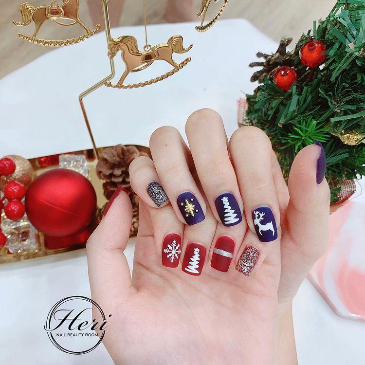 Hưởng ứng Noel bằng những mẫu nail có họa tiết nổi bật và độc đáo - Ảnh 15.