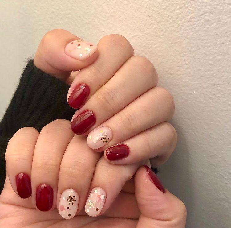 Hưởng ứng Noel bằng những mẫu nail có họa tiết nổi bật và độc đáo - Ảnh 6.