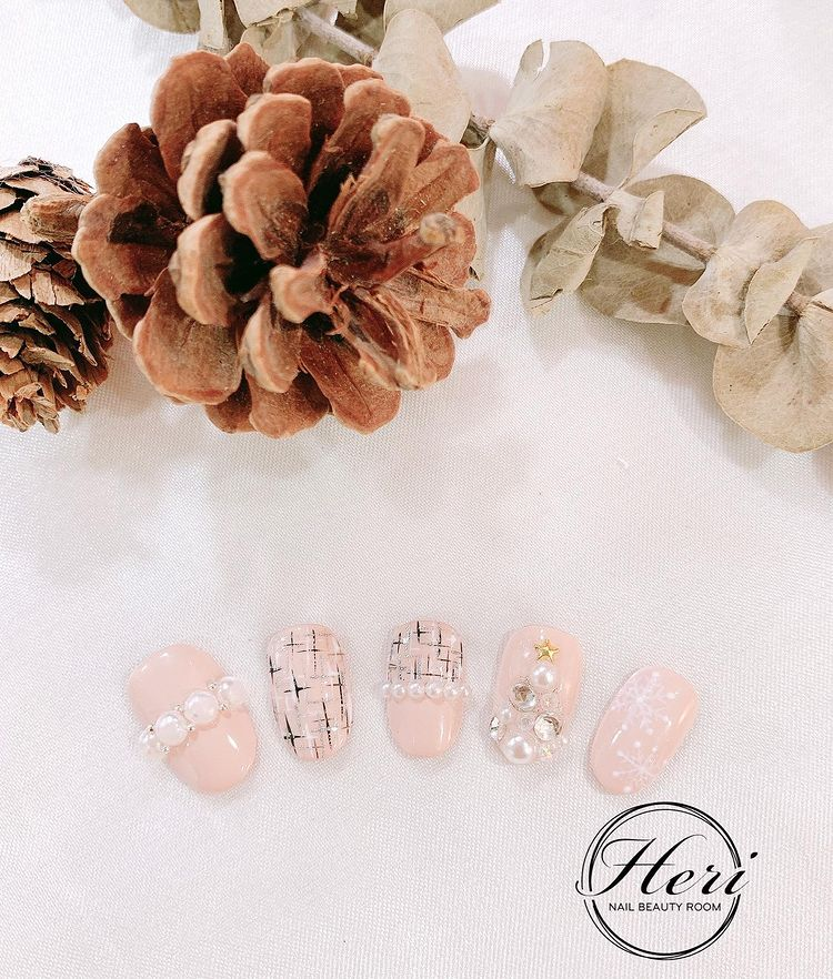 Hưởng ứng Noel bằng những mẫu nail có họa tiết nổi bật và độc đáo - Ảnh 16.