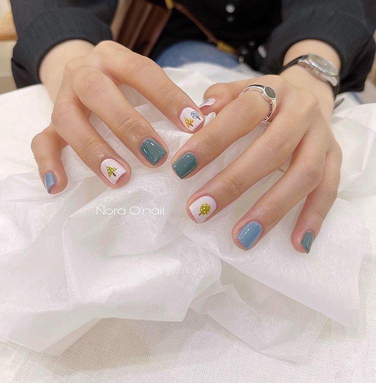 Hưởng ứng Noel bằng những mẫu nail có họa tiết nổi bật và độc đáo - Ảnh 2.