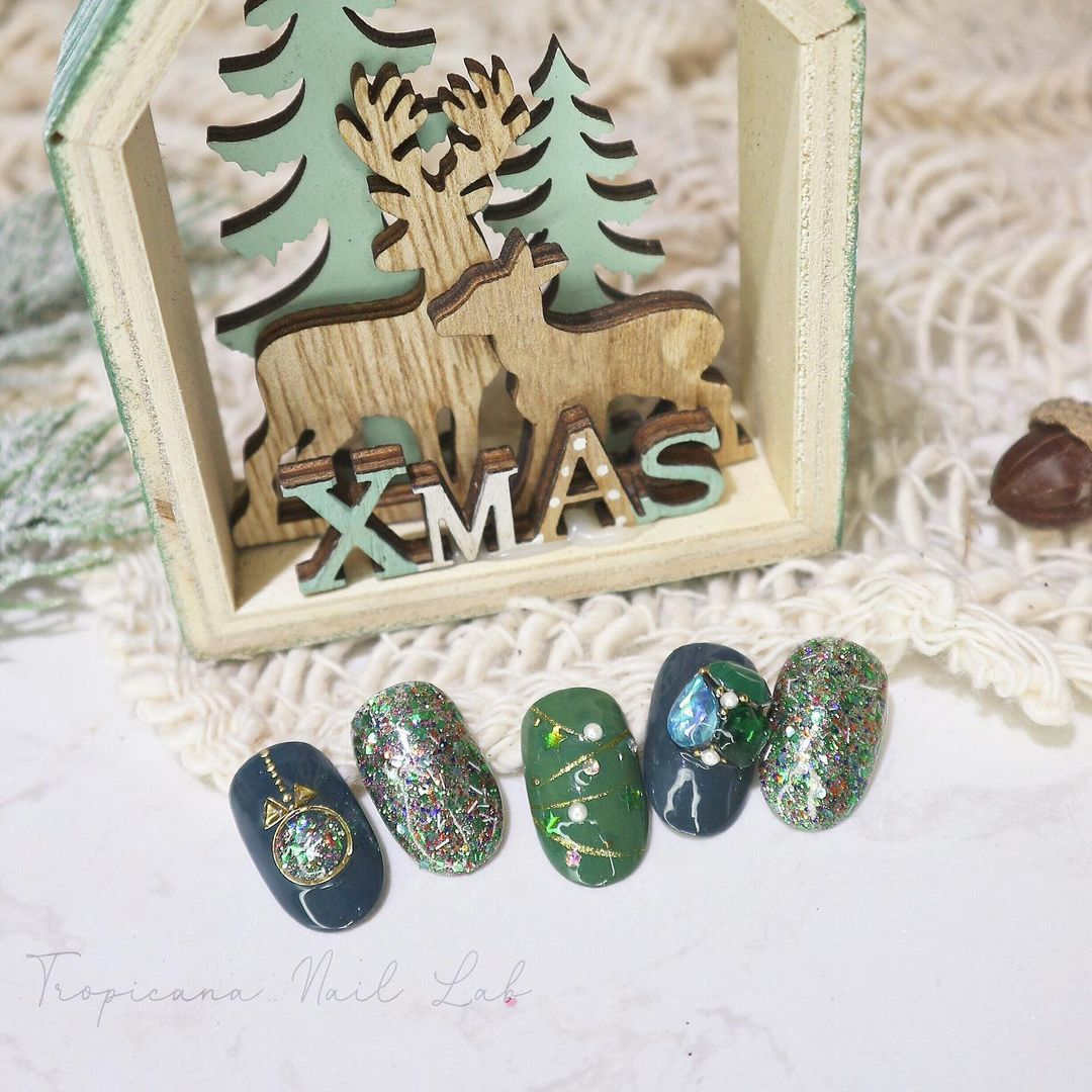 Hưởng ứng Noel bằng những mẫu nail có họa tiết nổi bật và độc đáo - Ảnh 9.
