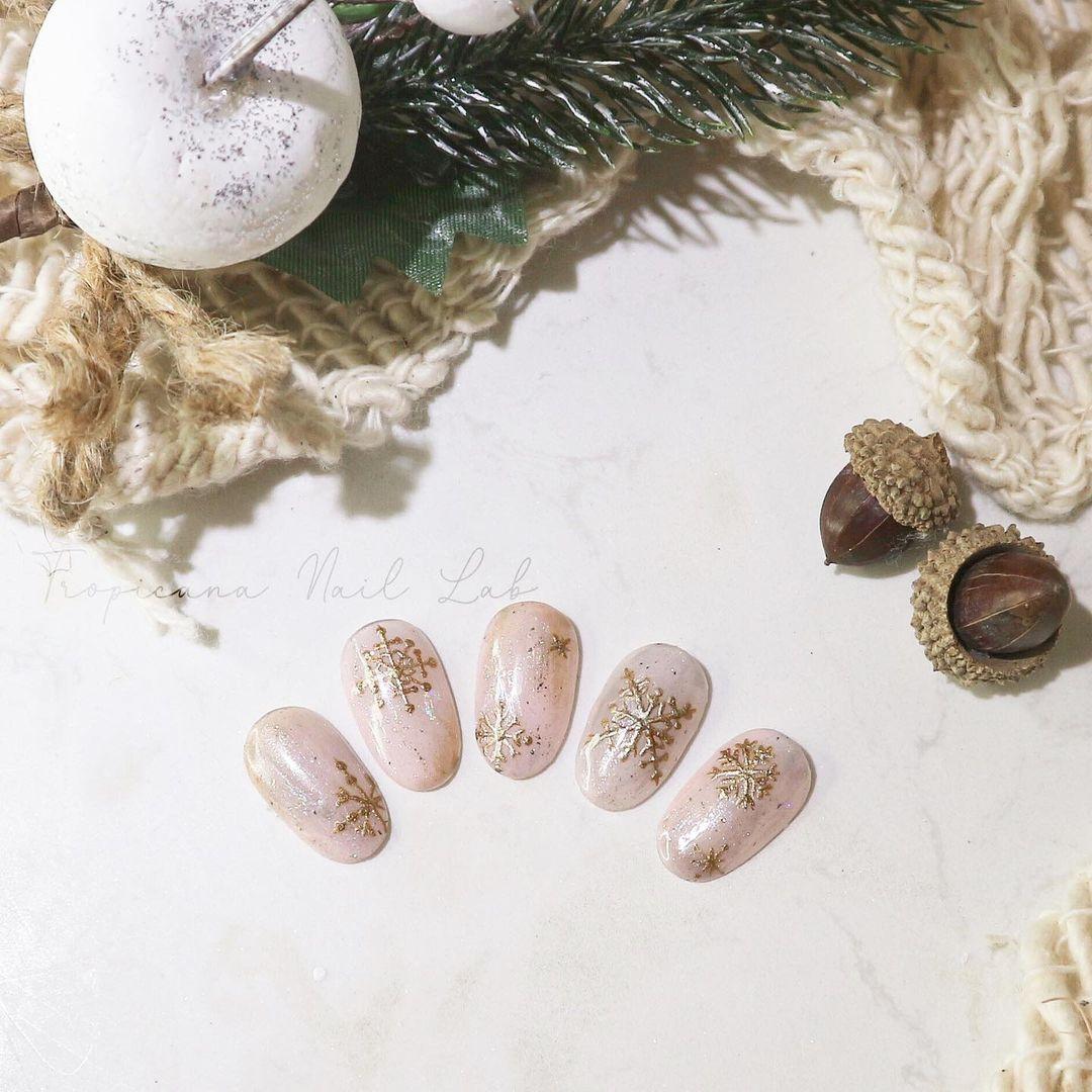 Hưởng ứng Noel bằng những mẫu nail có họa tiết nổi bật và độc đáo - Ảnh 19.