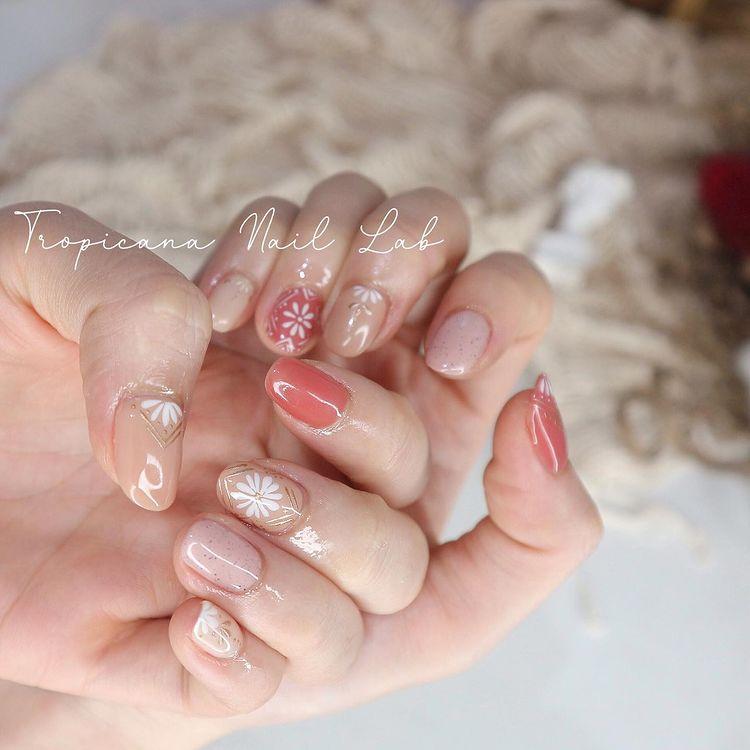 Hưởng ứng Noel bằng những mẫu nail có họa tiết nổi bật và độc đáo - Ảnh 22.