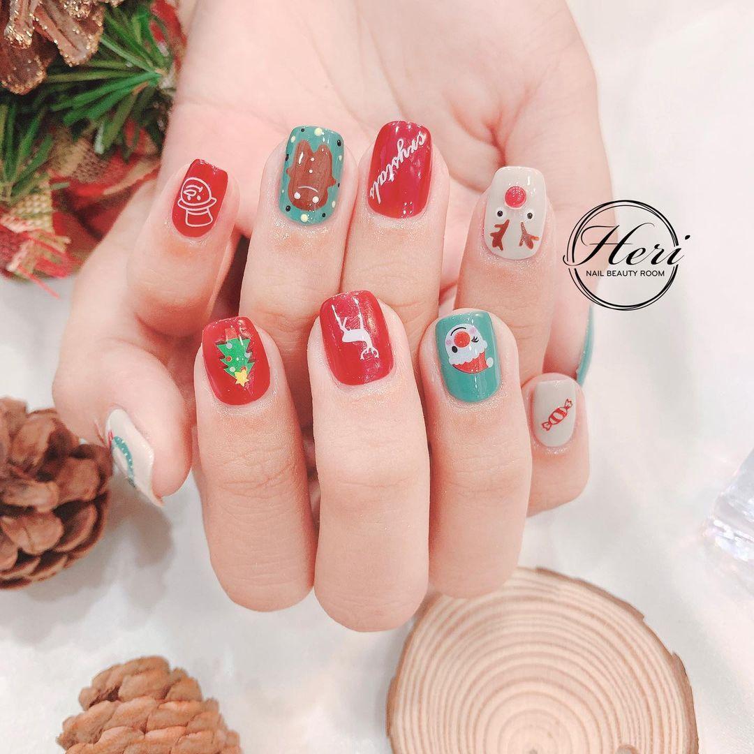 Hưởng ứng Noel bằng những mẫu nail có họa tiết nổi bật và độc đáo - Ảnh 14.