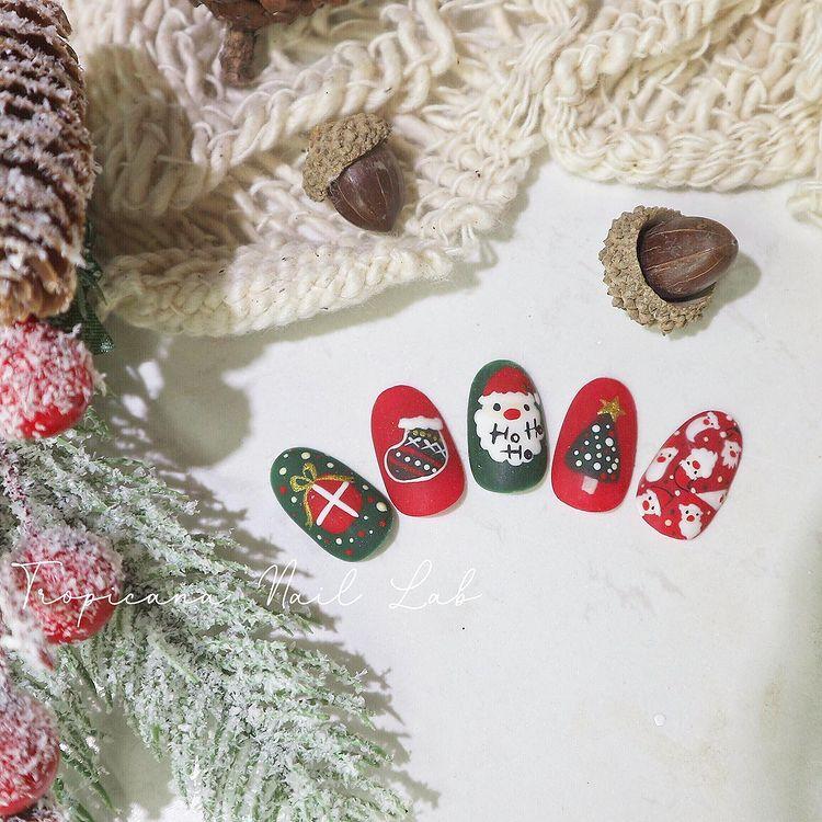 Hưởng ứng Noel bằng những mẫu nail có họa tiết nổi bật và độc đáo - Ảnh 31.
