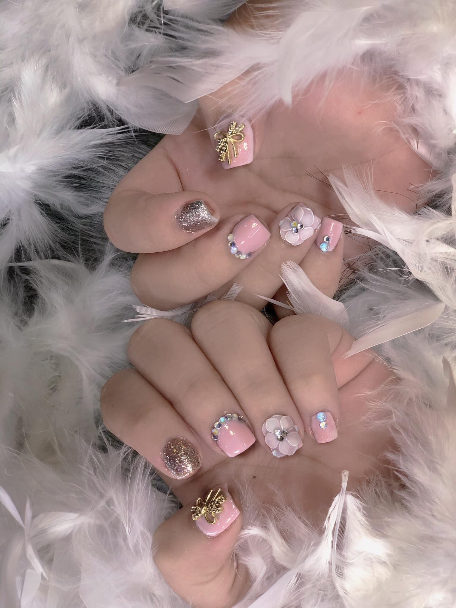 Hưởng ứng Noel bằng những mẫu nail có họa tiết nổi bật và độc đáo - Ảnh 4.