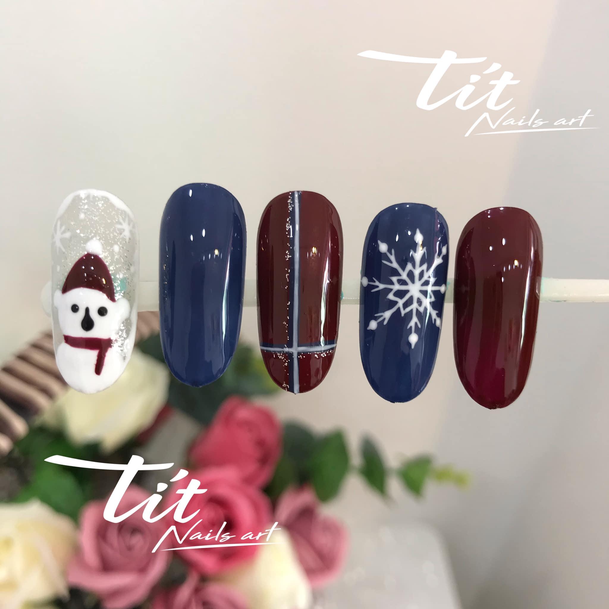 Hưởng ứng Noel bằng những mẫu nail có họa tiết nổi bật và độc đáo - Ảnh 3.