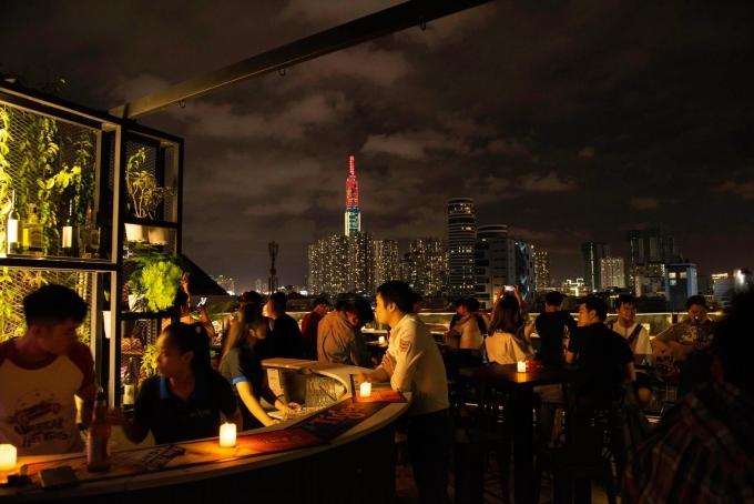 Lưu trọn khoảnh khắc chào năm mới với 15 quán cafe bar view đẹp ngắm pháo hoa  - Ảnh 9.