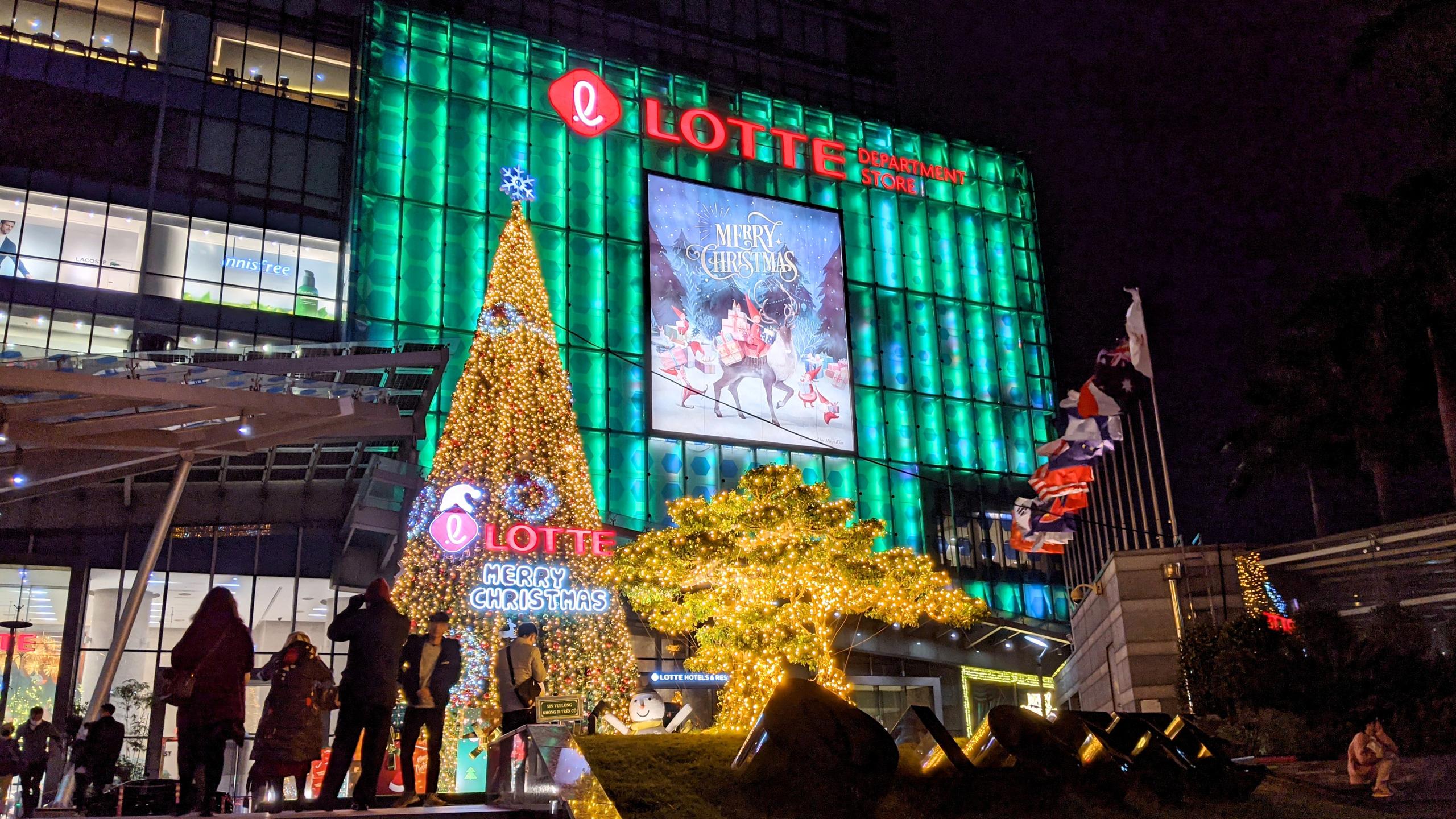 Khách sạn, trung tâm thương mại đồng loạt 'thay áo' mùa Giáng sinh 2020 - Ảnh 9.