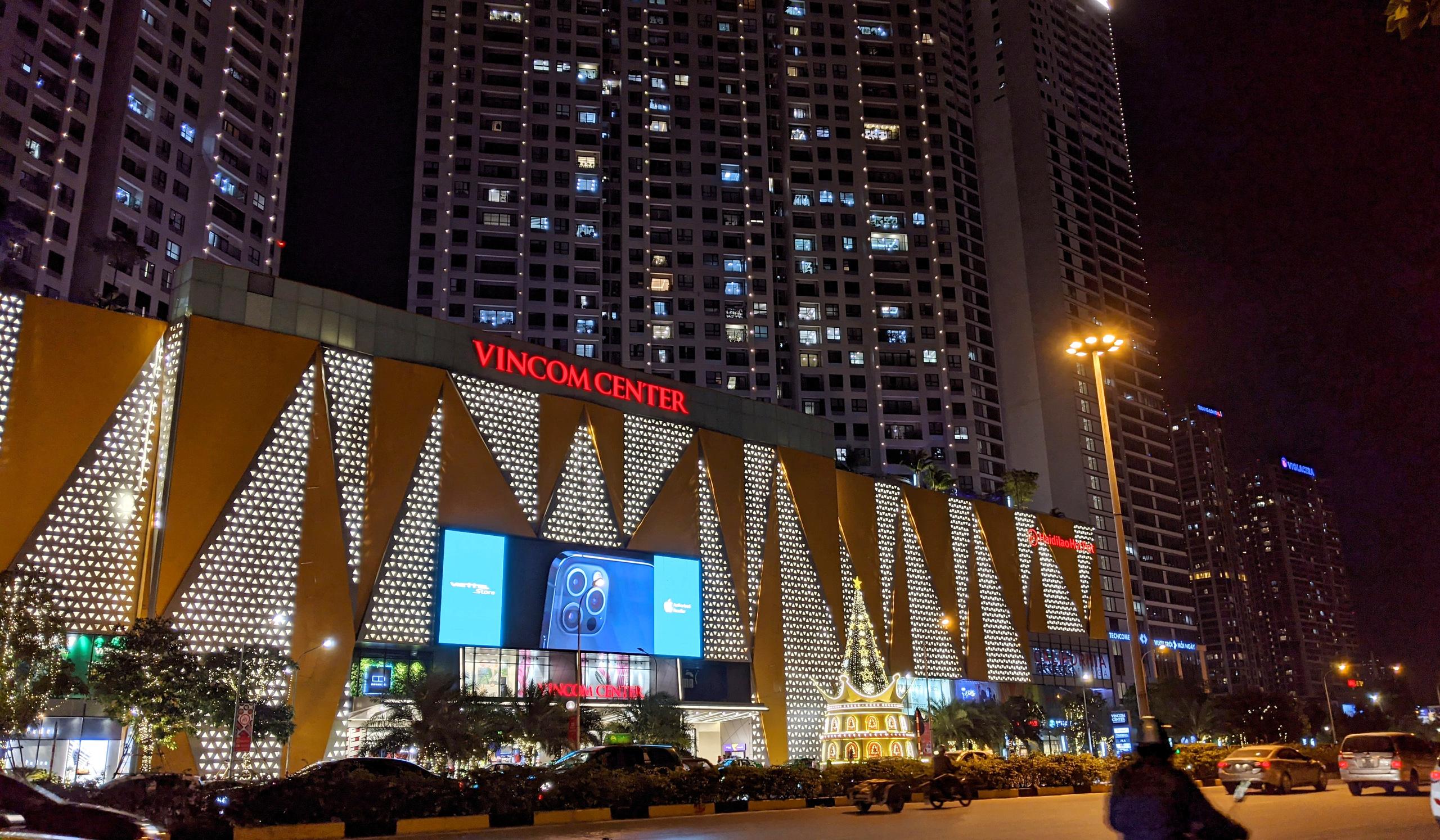 Khách sạn, trung tâm thương mại đồng loạt 'thay áo' mùa Giáng sinh 2020 - Ảnh 5.