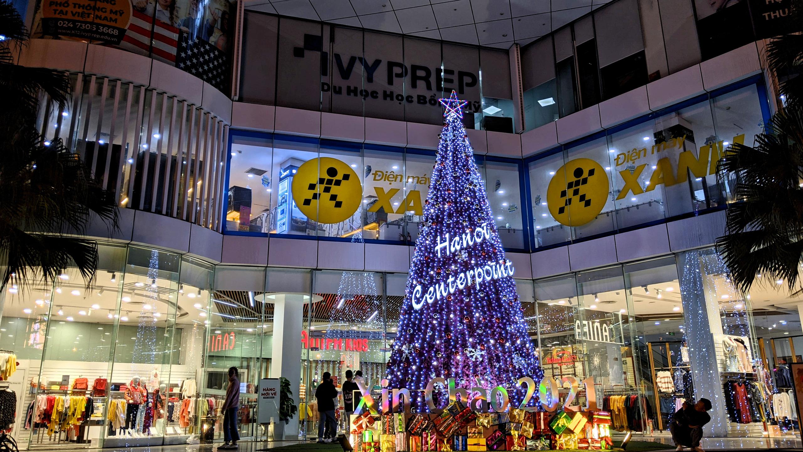 Khách sạn, trung tâm thương mại đồng loạt 'thay áo' mùa Giáng sinh 2020 - Ảnh 11.