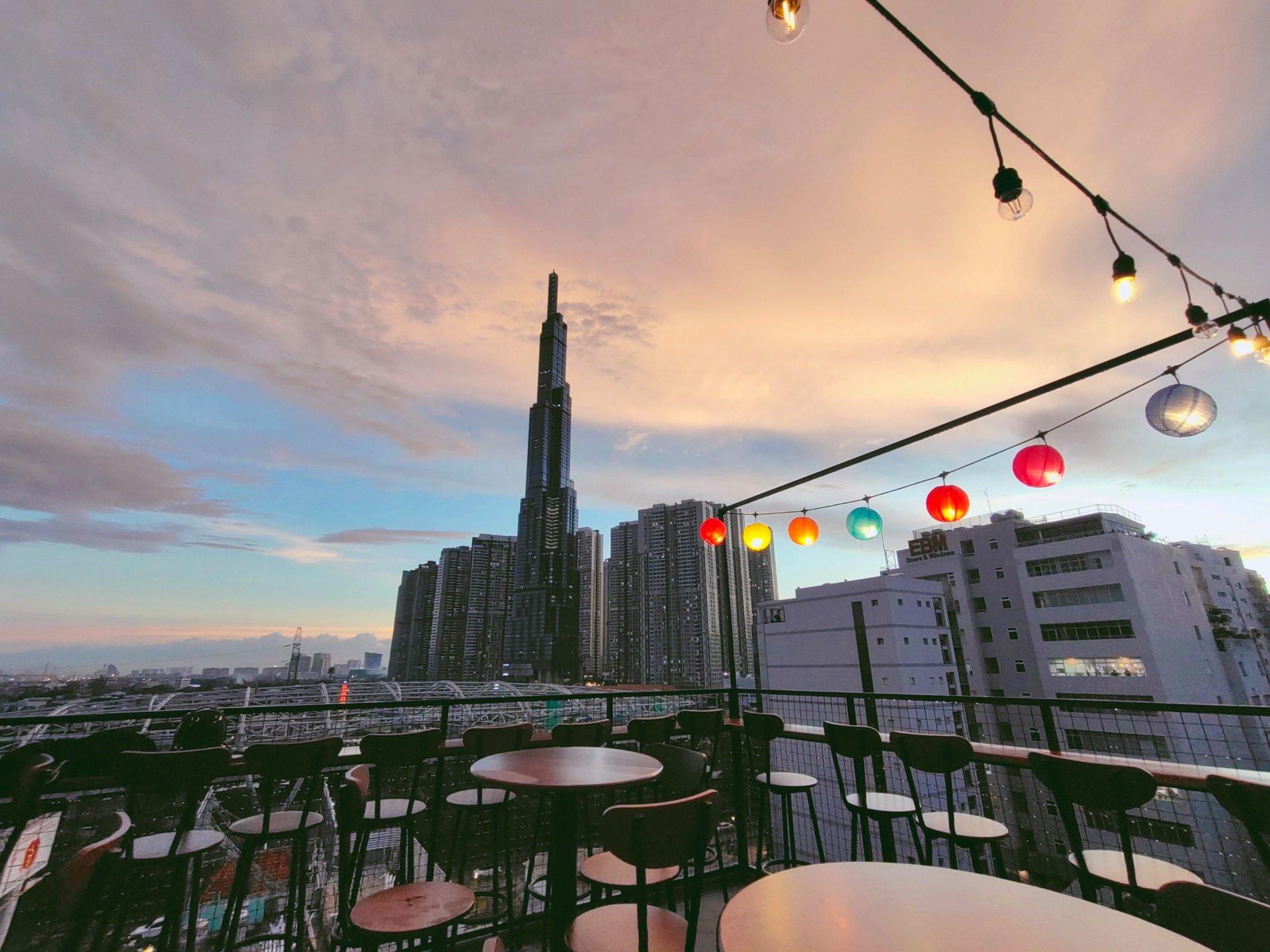 Lưu trọn khoảnh khắc chào năm mới với 15 quán cafe bar view đẹp ngắm pháo hoa  - Ảnh 10.