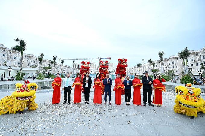 Khám phá Quảng trường nhạc nước Hòa Bình, địa điểm vui chơi mới xuất hiện ở Sài Gòn  - Ảnh 1.