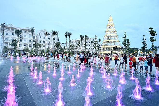 Khám phá Quảng trường nhạc nước Hòa Bình, địa điểm vui chơi mới xuất hiện ở Sài Gòn  - Ảnh 2.