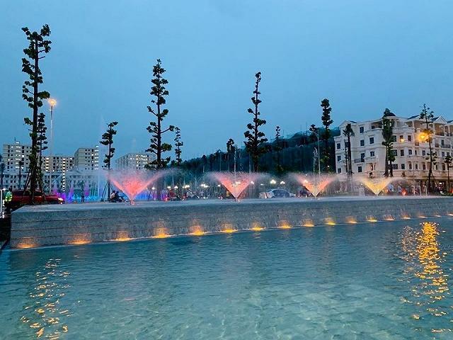 Khám phá Quảng trường nhạc nước Hòa Bình, địa điểm vui chơi mới xuất hiện ở Sài Gòn  - Ảnh 3.