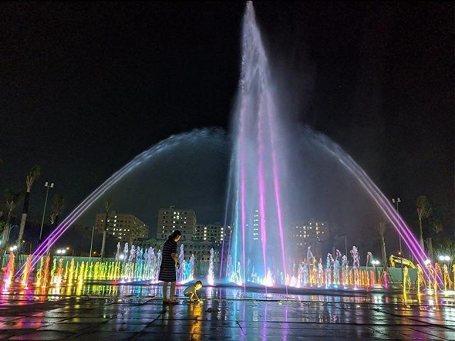 Khám phá Quảng trường nhạc nước Hòa Bình, địa điểm vui chơi mới xuất hiện ở Sài Gòn  - Ảnh 4.