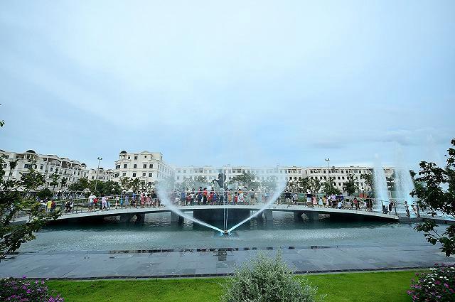 Khám phá Quảng trường nhạc nước Hòa Bình, địa điểm vui chơi mới xuất hiện ở Sài Gòn  - Ảnh 6.