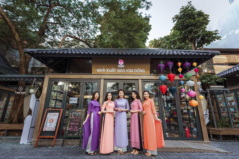 Dịp Tết Dương lịch, chụp ngay bộ ảnh áo dài thướt tha tại 5 địa điểm nổi tiếng ở Hà Nội - Ảnh 1.