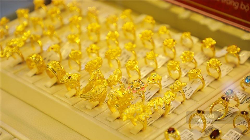 Giá vàng hôm nay 26/12: SJC duy trì giao dịch quanh mức 55 triệu đồng/lượng - Ảnh 1.
