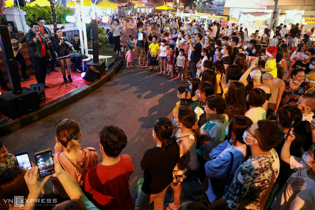 Khám phá những sự kiện mừng Tết Dương lịch tại Kỳ đài Quang Trung, phố đi bộ mới xuất hiện ở Sài Gòn - Ảnh 10.