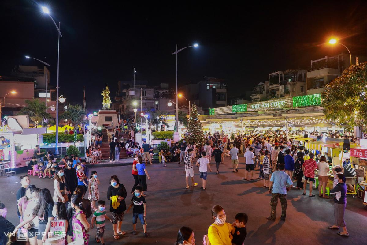 Khám phá những sự kiện mừng Tết Dương lịch tại Kỳ đài Quang Trung, phố đi bộ mới xuất hiện ở Sài Gòn - Ảnh 3.