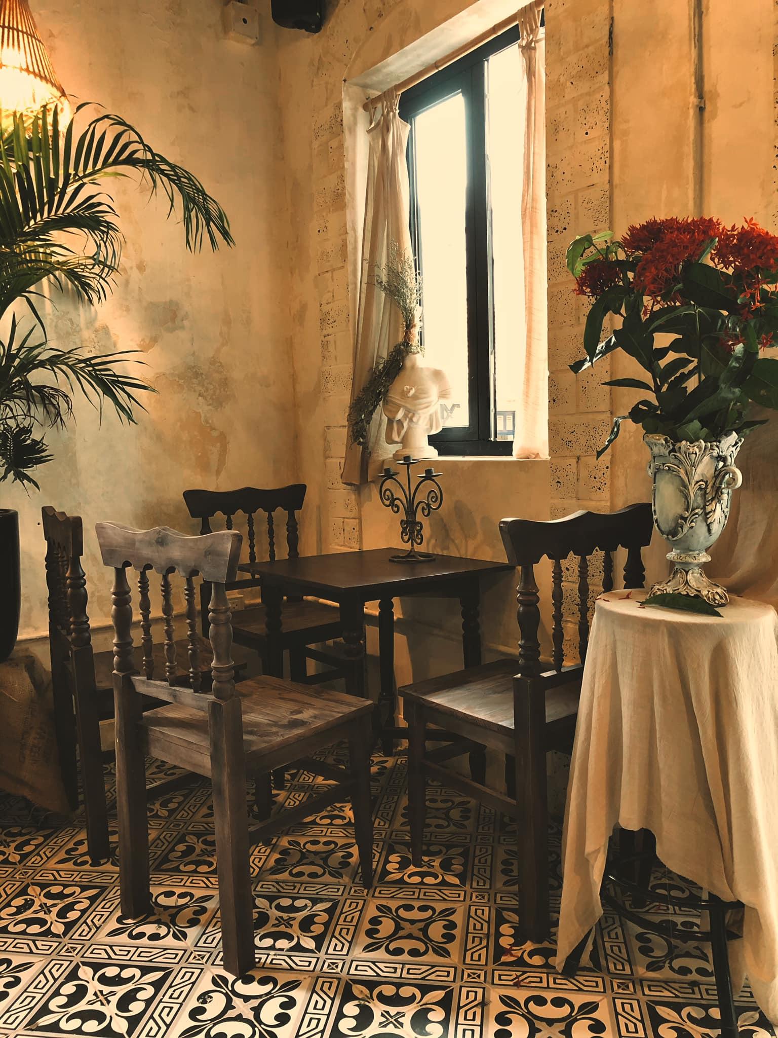 Dịp Tết Dương lịch, ghé thăm những quán cà phê mang phong cách cổ xưa tại Hà Nội  - Ảnh 1.