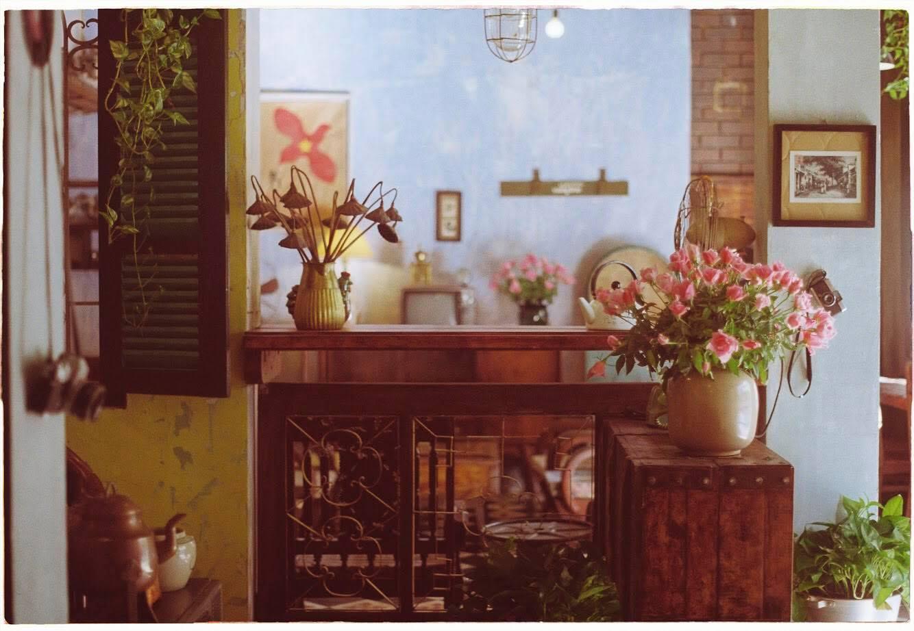 Dịp Tết Dương lịch, ghé thăm những quán cà phê mang phong cách cổ xưa tại Hà Nội  - Ảnh 6.
