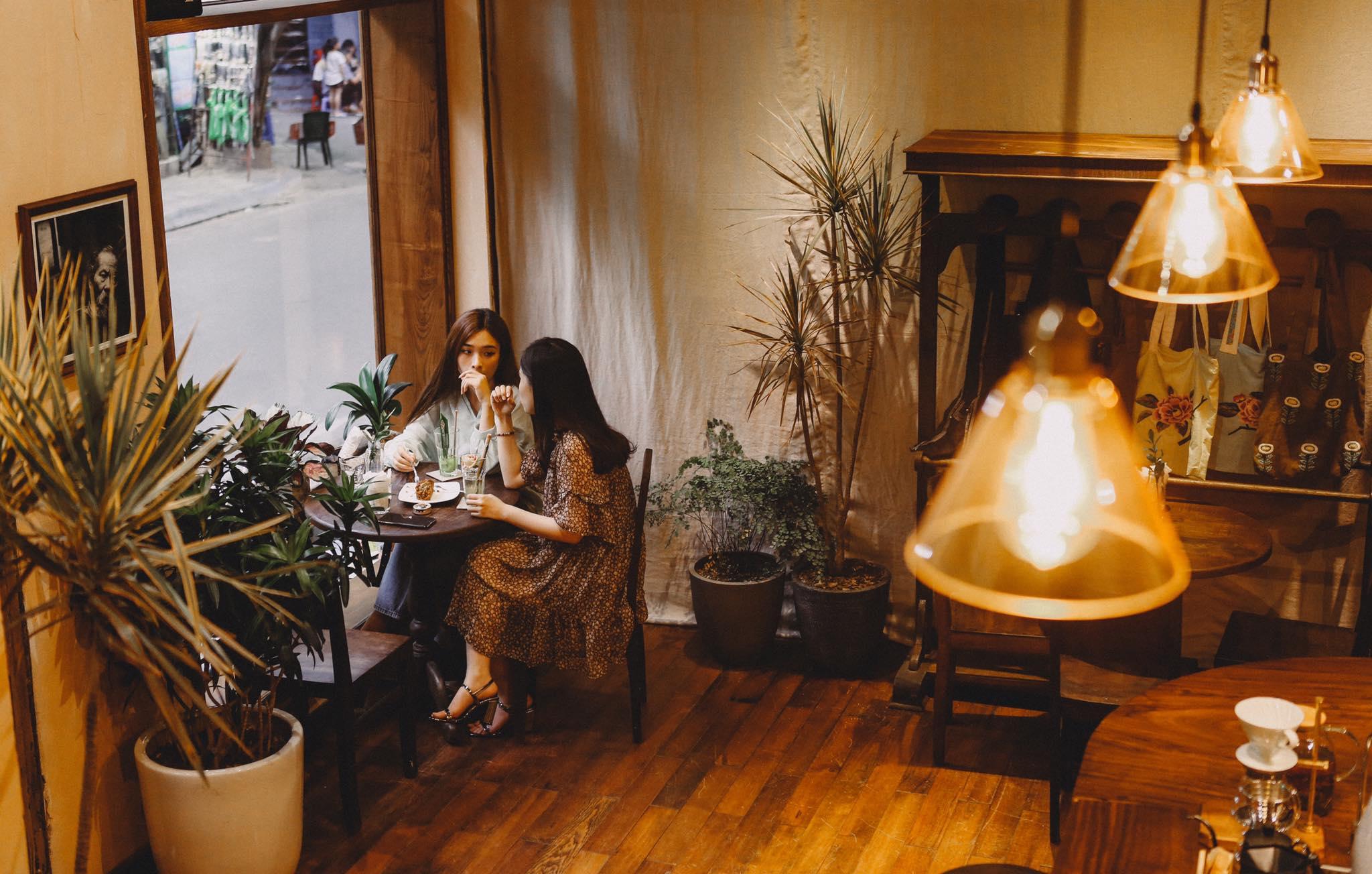 Dịp Tết Dương lịch, ghé thăm những quán cà phê mang phong cách cổ xưa tại Hà Nội  - Ảnh 3.