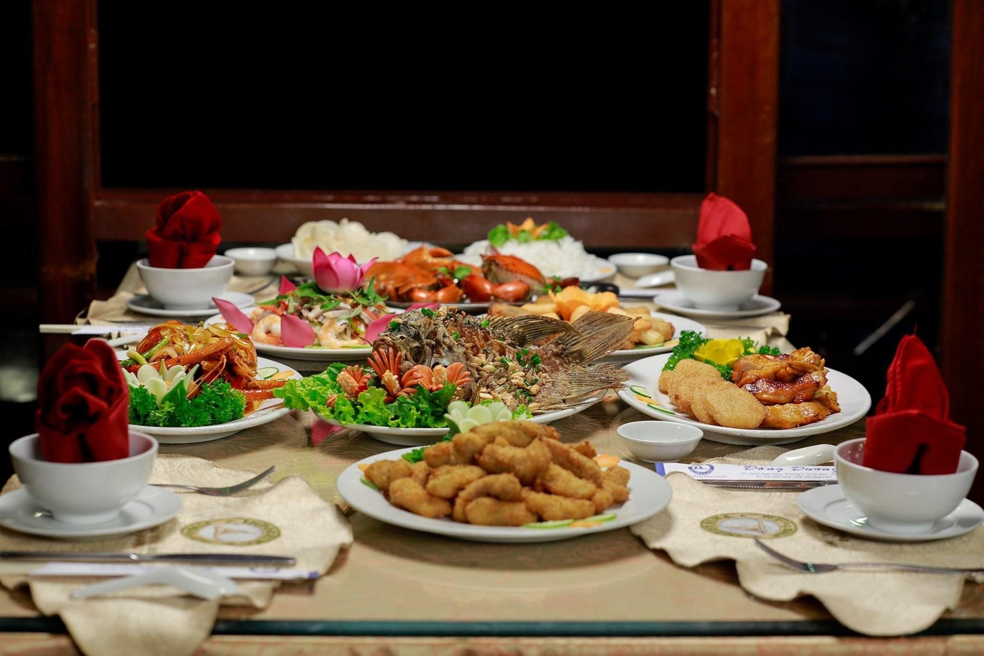 Dịp đầu năm mới, thưởng thức bữa tối sang chảnh tại 5 nhà hàng trên sông Sài Gòn - Ảnh 10.