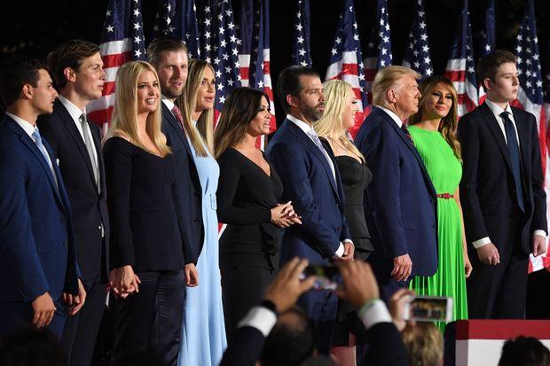 Ông Trump có quyền ân xá cho chính mình và các con trước khi rời Nhà Trắng? - Ảnh 1.
