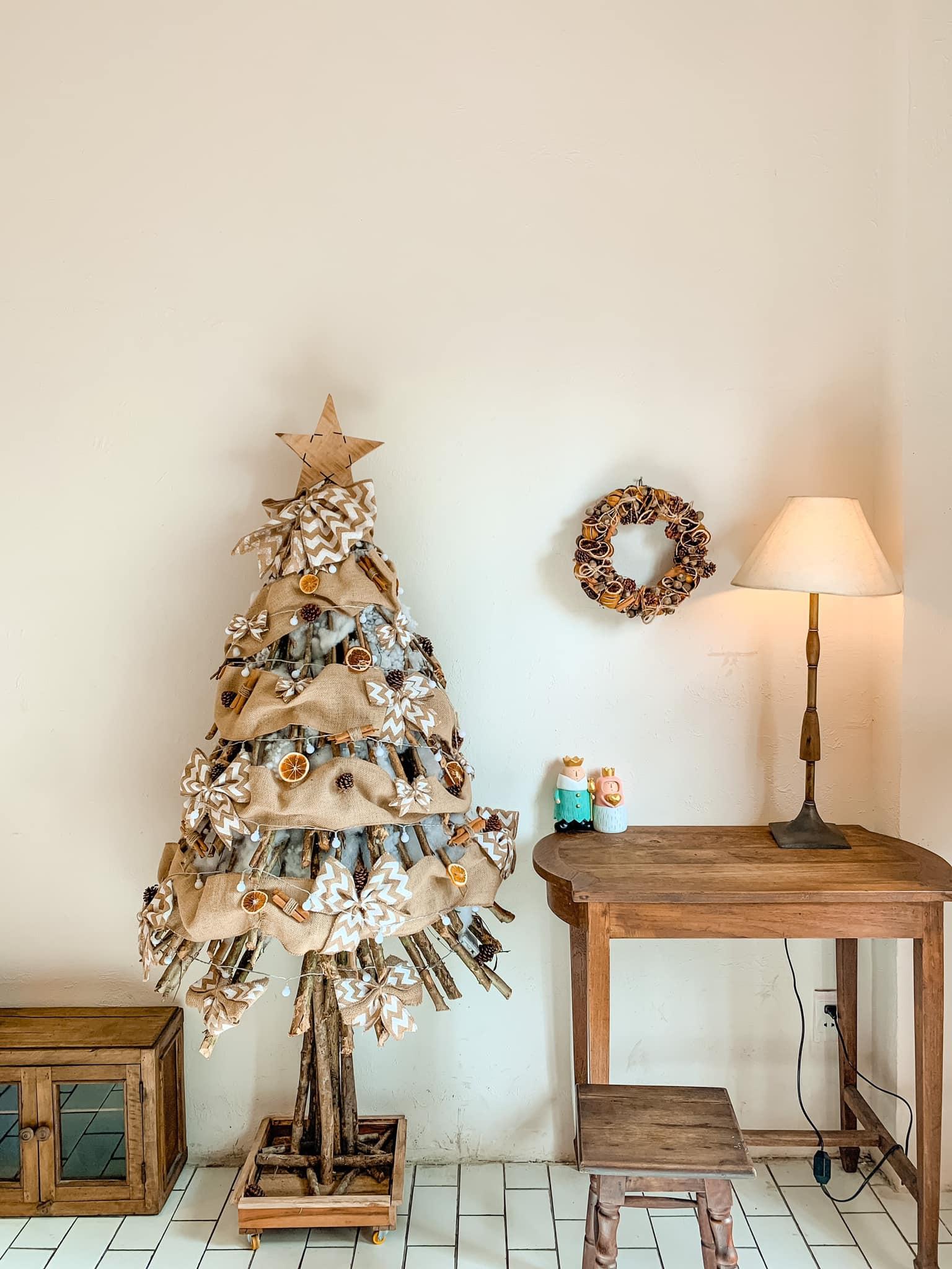 Những xu hướng trang trí cây thông lên ngôi dịp Giáng sinh 2020 - Ảnh 4.