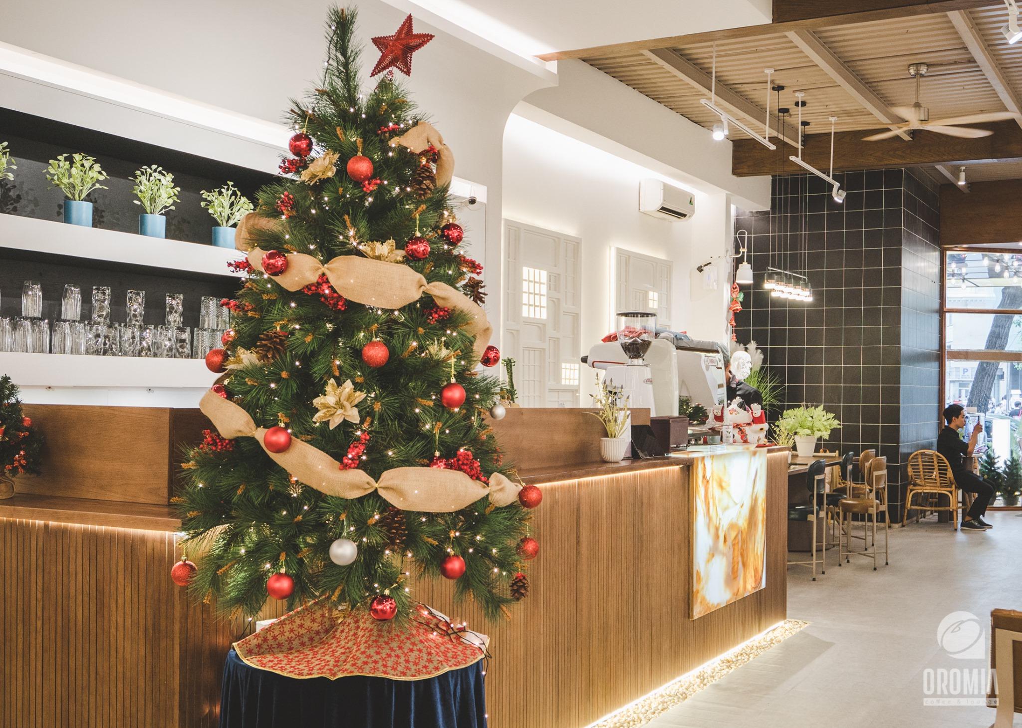 Những xu hướng trang trí cây thông lên ngôi dịp Giáng sinh 2020 - Ảnh 2.