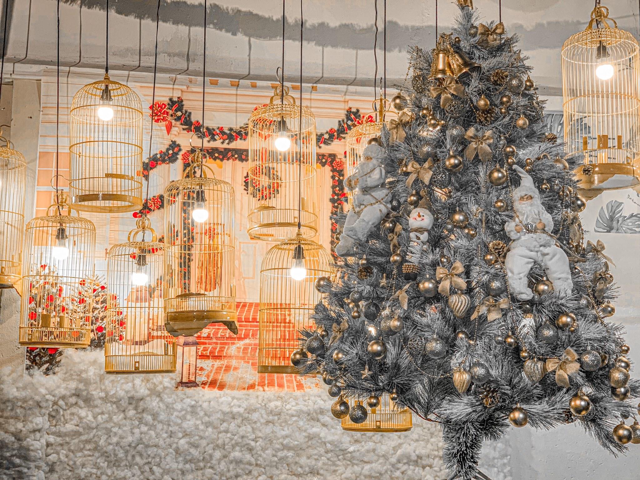 Những xu hướng trang trí cây thông lên ngôi dịp Giáng sinh 2020 - Ảnh 3.