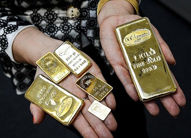 Giá vàng hôm nay 18/4: Áp lực chốt lời tăng cao, vàng tụt ngưỡng 1.700 USD/ounce.  - Ảnh 2.